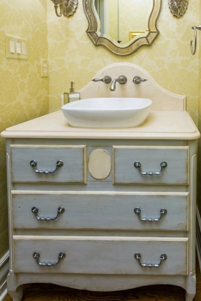 Distinctive interior design tips go big with your powder for Distinctive interior designs